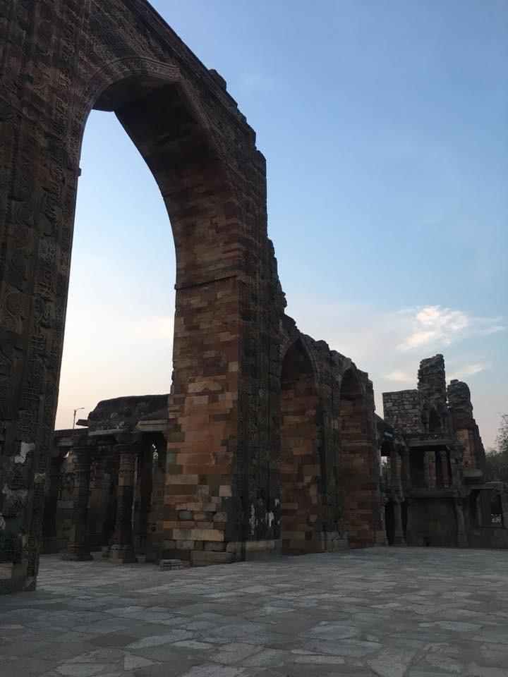 หอคอยกุตุบมีนาร์ (Qutub Minar)